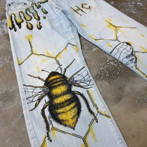 Bee (33×30)